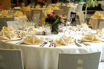 tablecloth-3336687__480